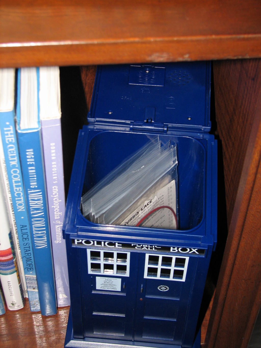 Katherine the great blog archiv anyone seen the doctor - Tardis cookie jar ...